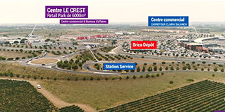 L'Espace commercial Le Crest à Claira propose de nombreux commerces avec un grand parking en commun, idéalement situé face au Centre commercial Carrefour Claira.(® site lecrest.com)