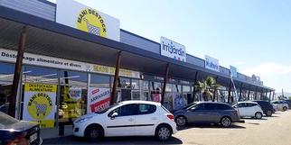 Mani Destock Claira est un magasin de déstockage de nombreux articles de mode et pour la maison ainsi qu'une épicerie, aux portes de Perpignan.