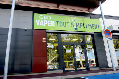 Vaper Tout Simplement Perpignan vend des articles pour le vapotage, cigarette électronique et e-liquides, et du CBD ( ® vaper tout simplement sud)