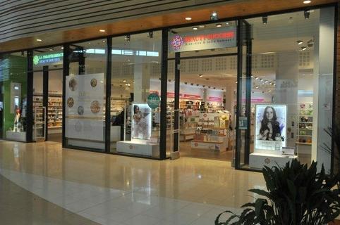 Beauty Success Claira proposant parfumerie et soins de beaute dans le centre commercial La Salanca (® networld-Stephane Delchambre)