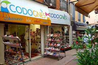 Chaussures Codognes Perpignan est un magasin de chaussures au centre-ville de Perpignan qui vend des chaussures pour hommes, femmes et enfants.