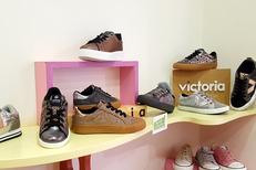 Chaussures Codognes Perpignan vend des baskets mode Victoria en centre-ville