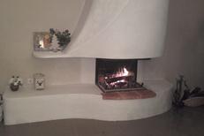 Cheminées Valdivia Le Soler fabrique et installe des cheminées, des foyers et des poêles à bois ou granulés ici une de leurs réalisations (® valdivia)