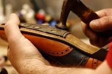 Cordonnier le Boulou dans la galerie Leclerc pour la pose de patins, de talons ou autres réparations de vos chaussures (® cordonnerie le boulou)
