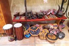 Damaï Perpignan vend des instruments de musique et divinités