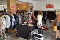 Vente vêtement occasion Perpignan chez Dress and Coffee qui est une Friperie nouvelle tendance avec des vêtements d'occasion sélectionnés