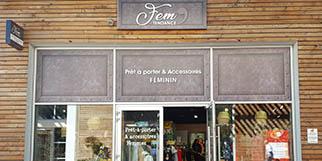 Fem'Tendance Perpignan vend des vêtements pour les femmes et des accessoires de mode dans sa boutique de mode du Carré d'Or de Château Roussillon.(® SAAM-david GONTIER)