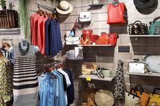 Fem'Tendance Perpignan vend des vêtements Femme et des accessoires de mode au Carré d'Or du Château Roussillon (® SAAM-David Gontier)