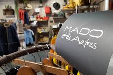 Mado et les autres Perpignan chez Fem'Tendance qui vend des vêtements Femme et des accessoires de mode au Carré d'Or du Château Roussillon (® SAAM-David Gontier)