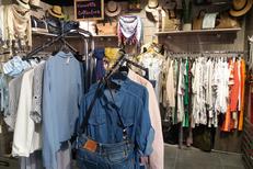 Hello P'tits Loups Perpignan vend des vêtements pour la Femme et des accessoires de mode au Carré d'or du Château Roussillon (® hello ptits loups)