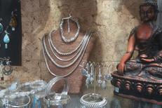 L'Anaconda Perpignan vend bijoux, objets déco et nombreuses idées cadeaux.(® networld-david gontier)