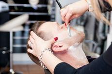 Barbier Canet en Roussillon au salon L'Instant Coiffure face à la mer sur l'avenue de la Cote Vermeille (® NetWorld-bruno Aguje)