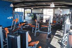 Salle de sport Saint Charles Perpignan L'Orange bleue et son espace Musculation avec de nombreuses machines (® l'orange bleue)