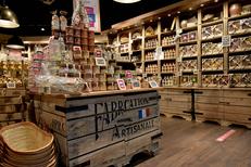 Le Comptoir de Mathilde à Claira vend des produits artisanaux. Ici du rhum pour les babas par exemple ( ® SAAM fabrice Chort)