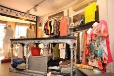 Mystik Thuir La Suite vend des habits féminins et accessoires en centre-ville (® networld-Stéphane Delchambre)