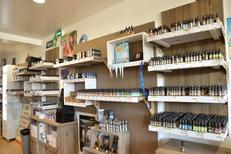 Boutique Oxygène Perpignan vend de nombreux e-liquides dans sa boutique pour vapoteurs au Mas Guérido Cabestany (® SAAM-S.Delchambre)