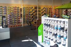 Rando Running Perpignan vend des chaussures pour la randonnée et le trail ainsi que des des vêtements et des accessoires (® networld-gontier)