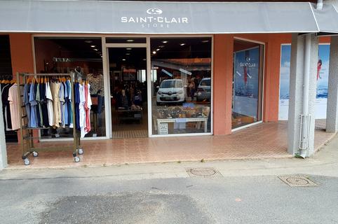 Saint-Clair Elne vend des vêtements féminins et masculins ainsi que divers accessoires de mode et des chaussures dans le centre commercial Epicentre. (® SAAM)