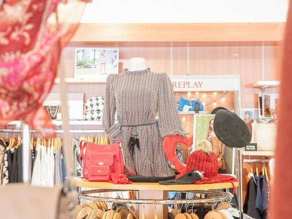 f89788698d0 ... Boutique Saint-Clair 66 vend des vêtements de marques pour la Femme et  l  Saint-Clair Elne ...
