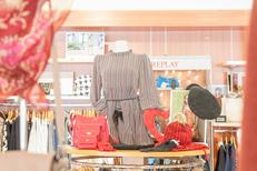 Boutique Saint-Clair 66 vend des vêtements de marques pour la Femme et l'Homme au centre commercial Epicentre (® networld-bruno Aguje)