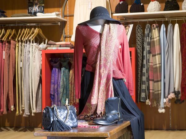 17198d606fc Boutique Saint-Clair Elne propose des vêtements de marques pour femmes et  hommes au centre ...