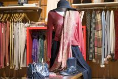 Boutique Saint-Clair Elne propose des vêtements de marques pour femmes et hommes au centre commercial Epicentre (® networld-Bruno Aguje)