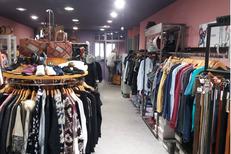 Saint-Clair Elne vend des accessoires de mode et des vêtements de marques au centre commercial Epicentre d'Elne