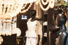 Boutique Titelles Thuir propose un beau choix de vêtements de créateurs (® networld-Bruno Aguje)