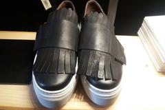 Titelles Thuir Boutique de mode vend les chaussures Trippen