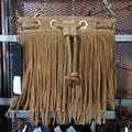 Boutique Saint Clair Elne vend de beaux sacs à main pour vos tenues Printemps-Eté, ici un sac en daim Replay (® networld-gontier)