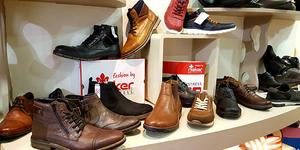 Codognès Perpignan Magasin de chaussures vend des chaussures Rieker pour les hommes.