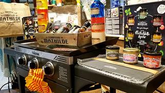 Comptoir de Mathilde Claira fait gagner une plancha en jouant dans sa boutique au centre commercial Carrefour Claira.