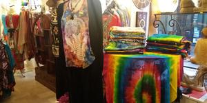 Damaï Perpignan propose les nouvelles collections de vêtements Femme en boutique en centre-ville.
