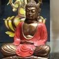 Damaï Perpignan vend des bouddhas à prix doux en centre-ville en différentes matières.(® networld-D.Gontier)