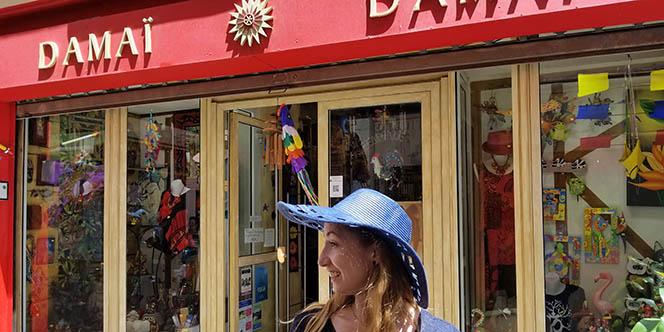 Damaï Perpignan vend des chapeaux pour l'été