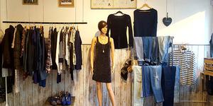 Dress and Coffee Perpignan est un vide-dressing en centre-ville qui organise des ventes privées toutes les semaines pour acheter des vêtements pas chers.