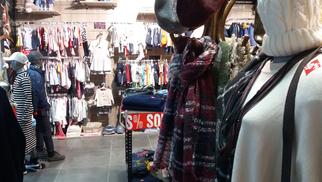 Hello p'tits loups Perpignan solde jusqu'à - 50 % des vêtements Femme et enfants et des prix ronds sur les vêtements bébé.
