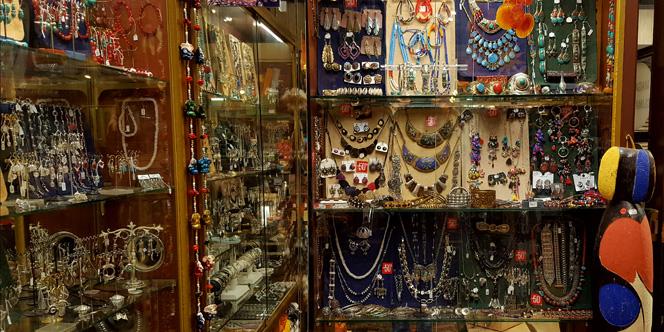 L'Anaconda Perpignan déstocke des bijoux fantaisie jusqu'à moins 50 %.