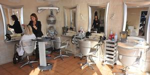 L'Instant Coiffure Salon de coiffure mixte à Canet-en-Roussillon annonce des remises jusqu'au 15 février pour mesdames et messieurs.
