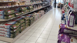 Médor et Compagnie Perpignan propose la livraison gratuite à partir de 25 € d'achat pour l'alimentation et les accessoires de vos animaux de compagnie * (® networld-david gontier)