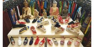 Nouveau : Damaï Perpignan vend des espadrilles pour enfants dans sa boutique du centre-ville.