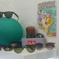 Opticien à domicile Perpignan Opticadom 66 vend des lunettes haut de gamme de marque en magasin et lors de ses déplacements chez vous ou à votre bureau.(® networld-Gontier)