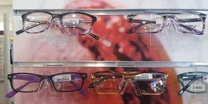 Optique Saint Martin Perpignan vend des lunettes pas chères dans le cadre de forfaits dont les conditions sont à voir en magasin.(® networld-Gontier)