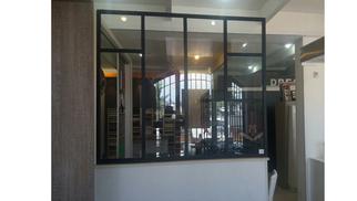 Verrière Perpignan chez Cuisaline cuisiniste qui propose des verrières d'intérieur sur mesure pour aménager votre intérieur.