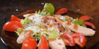 Les Enfants Gâtés de Perpignan présente leur recette de La Salade César (© NetWorld-S.Delchambre)