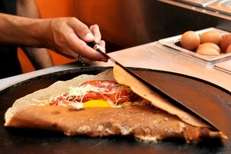 Crêpes salées gourmandes du restaurant La Crêpière dans la rue des Augustins de Perpignan (credits photos : EDV-S.Delchambre)