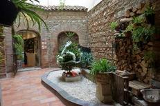 Magnifique terrasse du salon de thé Les Enfants Gâtés au centre de Perpignan (credits photos : NetWorld-S.Delchambre)