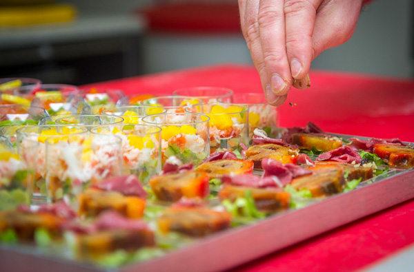 petits fours buffets de michel roger traiteur charcutier de perpignan dans la rue claude bernard - Traiteur Perpignan Mariage