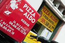 Commande de pizzas livrées à domicile par la pizzeria Pizza Aldo de Perpignan sur le boulevard Aristide Briand. (credits photos :EDV-Laurent Nyilasi)
