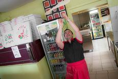 Pâte à pizza maison dans la pizzeria Pizza Aldo de Perpignan sur le boulevard Aristide Briand. (credits photos :EDV-Laurent Nyilasi)